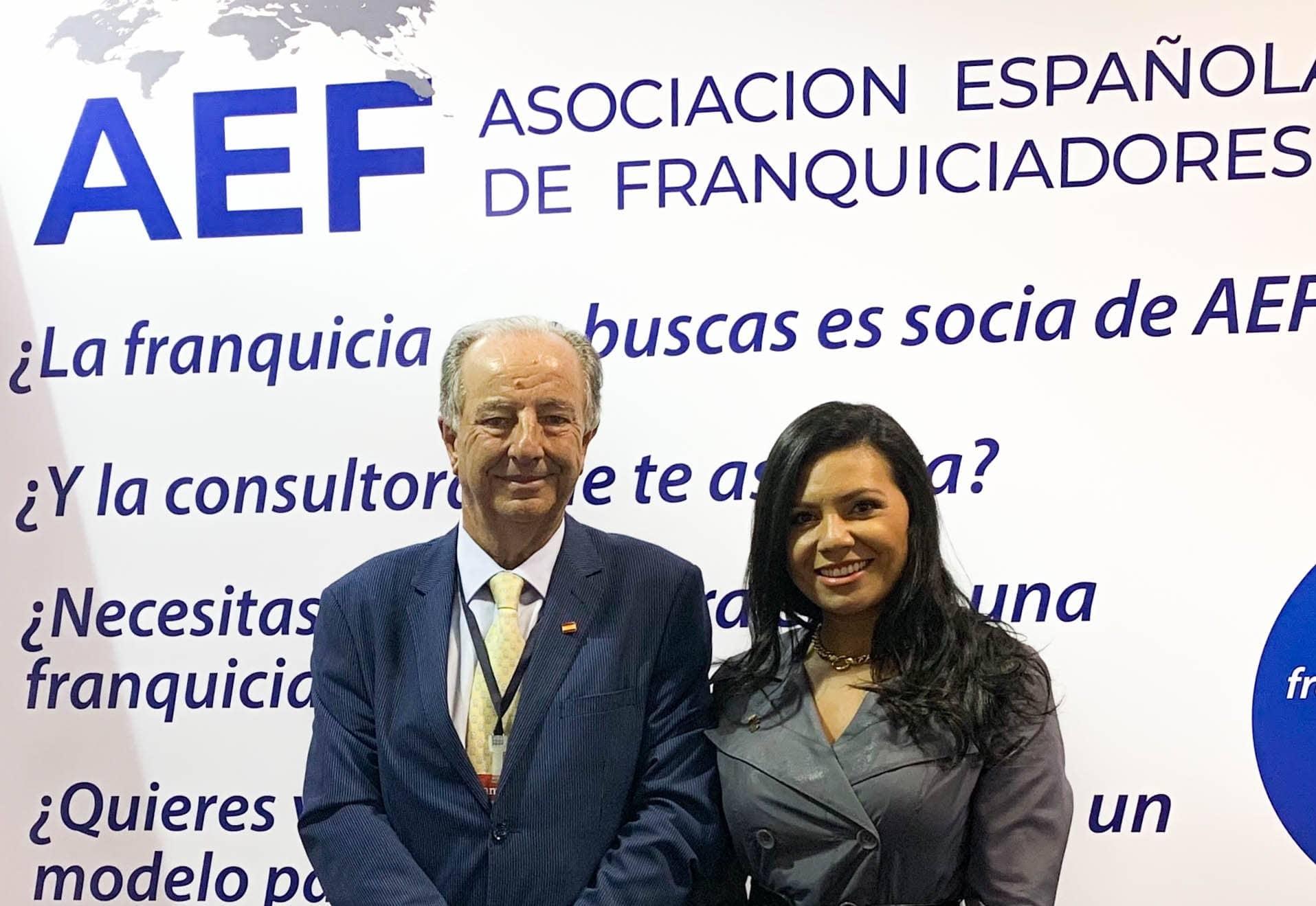 Eduardo Abadía, Director General de la AEF y Pamina González en el stand de AEF en FANYF 2019